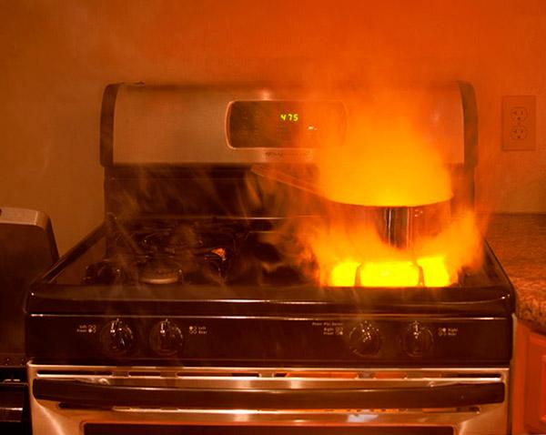 Газ плиты горит красным, желтым или оранжевым цветом - что это значит и опасно ли?
